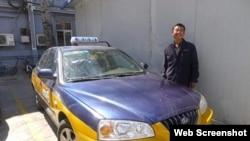 """北京的哥奇遇""""假新闻""""中的郭姓司机和他的出租车。(大公网截图)"""
