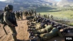 La violencia en Siria ya se había extendido a Líbano cuando una mujer murió por disparos en un cruce fronterizo.