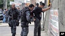 巴西里約熱內廬警方決心整頓貧民區治安。