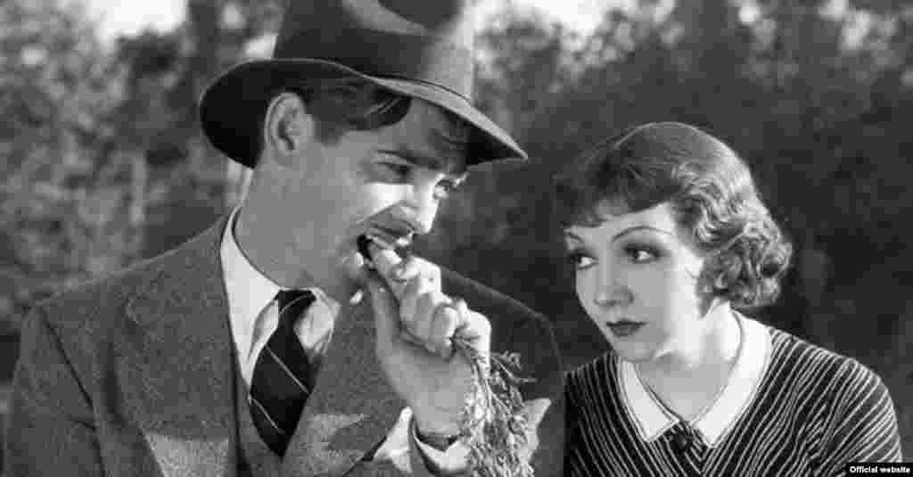 """Phim """"It Happened One Night"""" (1934), với sự góp mặt của Clark Gable và Claudette Colbert, giành chiến thắng ở cả 5 hạng mục quan trọng nhất bao gồm Phim hay nhất, Nam diễn viên chính, Nữ diễn viên chính, Đạo diễn và Biên kịch xuất sắc nhất tại lễ trao giải Oscar lần thứ 7 vào năm 1935. Trong lịch sử trao giải Oscar, chỉ có 2 phim nữa lập lại thành tích này là """"One Flew over the Cuckoo's Nest"""" (1975) và """"The Silence of the Lambs"""" (1991). (AMPAS)"""