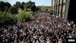مراسم تشییع پیکر بانو سیمین بهبهانی در بهشت زهرا - عکس از اسنا