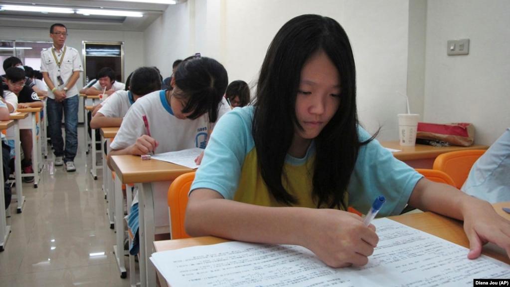 Con số di dân thế hệ thứ hai trong các trường tiểu học và cấp hai ở Đài Loan năm 2015 là hơn 200 nghìn em, trong đó hơn 40% học sinh gốc Việt.