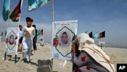 Mulher recorda a filha morta num ataque