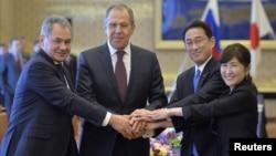 일본과 러시아가 20일 도쿄에서 외교.국방 장관 회담을 가졌다. 왼쪽부터 세르게이 쇼이구 러시아 국방장관, 세르게이 라브로프 러시아 외무장관, 기시다 후미오 일본 외무상, 토모미 이나다 일본 방위상.