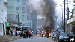 Para pemuda muslim di Mombasa, Kenya melakukan protes atas terbunuhnya ulama Aboud Rogo Mohammed yang diduga pendukung militan al-Shabab di Somalia (27/8).