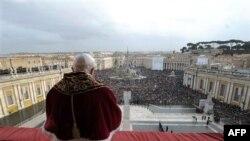 Papa Benedikti mban mesazhin e Krishtlindjes
