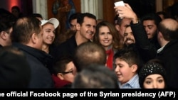 Bashar al-Assad e Asma al-Assad, em Damasco, 2015