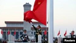 Binh sĩ Quân đội Giải phóng Nhân dân Trung Quốc dự lễ chào cờ đầu năm tại Thiên An Môn, Bắc Kinh, ngày 1/1/2018.