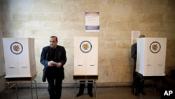 Armenian voter holds ballot paper at polling station during parliamentary election, Yerevan, May 6, 2012.