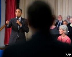 奥巴马总统在资深公民中心举行市民大会并回答提问