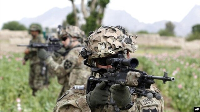A US soldier from 3rd platoon Bronco troop 5-20 infantry Regiment attached to 82nd Airborne looks through his sights while on patrol with Afghan National Army soldiers in Zharay district in Kandahar province, southern Afghanistan, April 21, 2012.