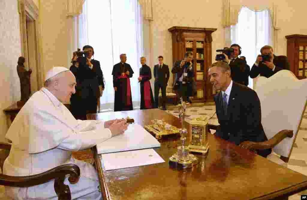 Ðức Giáo Hoàng Francis trong cuộc hội kiến với Tổng thống Barack Obama tại Vatican, ngày 27/3/2014.