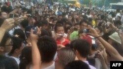 抗议最近有关将粤语电视节目改为普通话播音的广州市民
