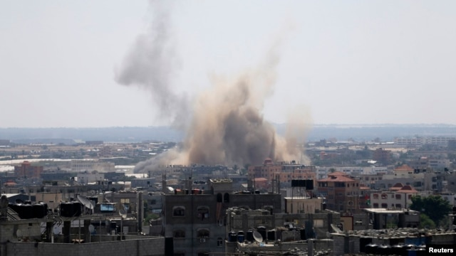 Smoke rises following what witnesses said was an Israeli air strike in Rafah in the southern Gaza Strip, Aug. 8, 2014.