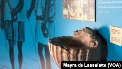 Pia baptismal no Museu Nacional da Escravatura em Luanda, Angola