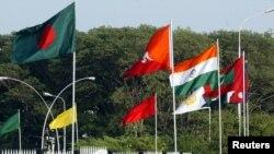 سارک تنظيم کې پاکستان، هند، بنګله دېش، افغانستان، بوټان، مالديپ، نيپال او سري لنکا شامل دي .