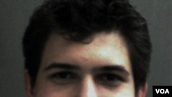 Efraim Diveroli, 25 tahun, mengaku bersalah bersekongkol menjual amunisi terlarang.