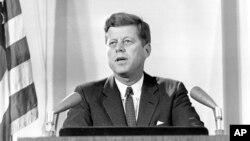 Tổng thống Mỹ John F. Kennedy thông báo với cả nước về cuộc Khủng hoảng Tên lửa Cuba 2.11.1962
