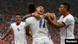 智利對西班牙比賽,智利入第一球後歡喜若狂
