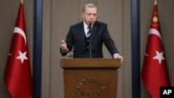 Le président turc Recep Tayyip Erdogan donne un discours avant son voyage en Chine et aux États-Unis, à Ankara, Turquie, le 12 mai 2017.