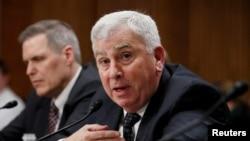 امریکی فوج کے سابق جنرل جان ابی زید سینیٹ کی کمیٹی کے سامنے بیان دے رہے ہیں۔