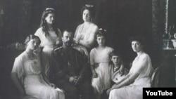 Российский император Николай II с семьёй.