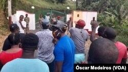 Manifestantes exigindo a conclusão do processo eleitoral