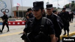 La policía salvadoreña rescató a 12 asiáticos que estaban siendo transportados por coyotes presuntamente hacia EE.UU.