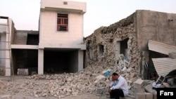 ເຮືອນຫລັງນຶ່ງຢູ່ເມືອງ Shanbeh ໃນແຂວງ Bushehr ຍ້ອນເຫດແຜ່ນດິນໄຫວ ທາງພາກໃຕ້ຂອງອີຣ່ານ ໃນວັນອັງຄານ ທີ 04 ທີ 09 2013
