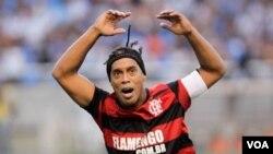 Bintang Brasil yang kini bermain untuk klub Flamengo, Ronaldinho, ingin bermain di Olimpiade 2012 di London dan meraih emas untuk Brasil.