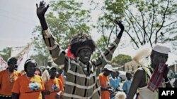 Ülkenin güneyinde yapılan bağımsızlık yanlısı yürüyüşte seslerini duyurmaya çalışan Sudanlılar