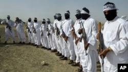阿富汗塔利班自殺爆炸襲擊份子列隊資料照。