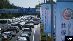 北京一街道為中非合作論壇的召開插滿旗幟。(2018年9月3日)