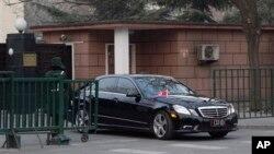 지난 2월 12일 북한이 3차 핵실험을 강행한 가운데, 중국 베이징 주재 북한대사관을 빠져나오는 북한 대사 차량. 중국 외교부는 이날 북한 대사를 소환해 핵실험에 대해 엄중히 항의했다. (자료사진)