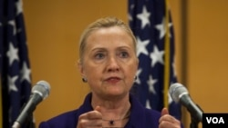 Menlu AS Hillary Clinton mendesak pembebasan tidak bersyarat seluruh tahanan politik di Belarus (6/12).