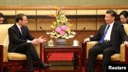 Tổng thống Pháp Emmanuel Macron gặp Chủ tịch Trung Quốc Tập Cận Bình tại Nhà khách Quốc gia Điếu Ngư Đài ở Bắc Kinh ngày 8/1/2018.