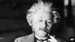 زندگی شخصی اینشتین به اندازه زندگی حرفه اش پیچیده و هیجان انگیر بوده است.