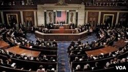 Para anggota Senat AS menyetujui RUU pertahanan yang menyangkut klausul penahanan tersangka teroris (foto: dok).