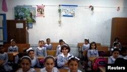Anak sekolah Palestina di ruang kelas sekolah yang dikelola oleh UNRWA, di hari pertama kembali sekolah di Gaza City, 29 Agustus 2018.