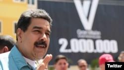 El presidente de Venezuela, Nicolás Maduro, durante el anuncio de la construcción de viviendas que serán financiadas con el Petro, la criptomoneda del gobierno venezolano. Caracas, marzo 20 de 2018. Foto: @prensapresidencial.