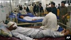 병원에서 치료받는 폭탄테러 피해자들