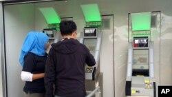 El nuevo sistema elimina el uso de boletos de abordar y de teléfonos celulares en el proceso de abordar un avión.