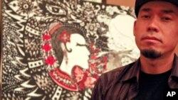 Họa sĩ Peap Tarr có hai tác phẩm sáng tác chung được mang ra đấu giá.