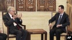 15일 다마스쿠스에서 바샤르 알 아사드 시리아 대통령과 회담을하는 라크다르 브라히미 시리아 담당 국제 평화 특사