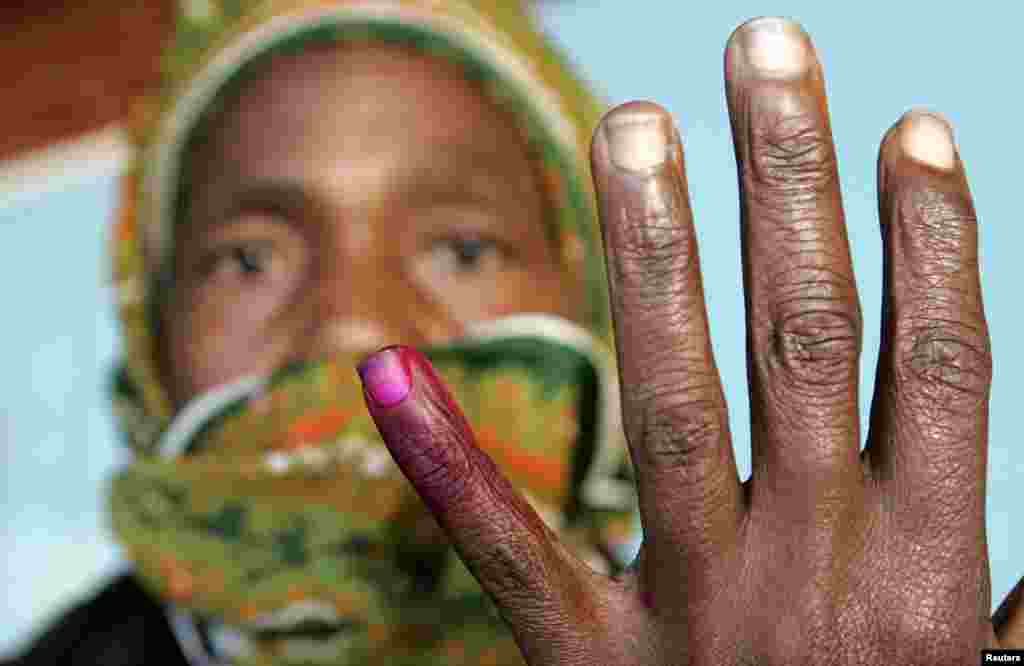 A woman shows her ink-stained finger after casting her vote in Zimbabwe's presidential and parliamentary elections in the capital Harare March 29, 2008.