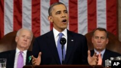 12일 미 의회 상하원 합동회의에서 새해 국정연설을 한 바락 오바마 대통령(가운데).