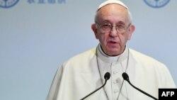 Le pape François donne un discours lors d'une conférence de la FAO à Rome, le 16 octobre 2017.