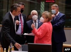 یورپی رہنماؤں کے درمیان اقتصادی بحالی پیکج پر چار روز تک مذاکرات جاری رہے ہیں۔
