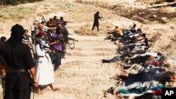 Una de las imágenes publicadas de los asesinatos en masa de soldados iraquíes.