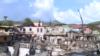 Autoridades confirmaron la prohibición de construcción, hasta nuevos estudios en la isla Guanaja, Honduras, tras fuerte incendio. [Foto: Oscar Ortiz]